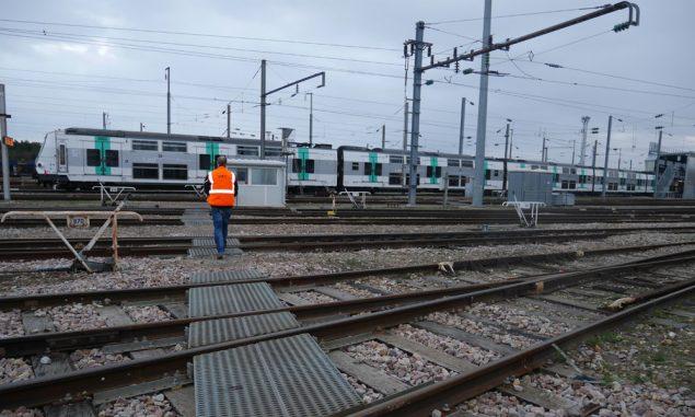 acheres-garage-sncf-trains-2