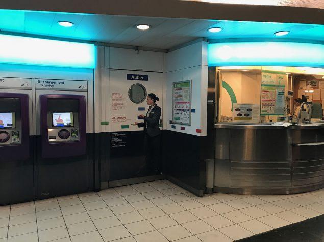 Vendeurs à la sauvette : des affiches de sensibilisation ont été installées en gare d'Auber. D'ici le mois d'octobre, le même type de supports sera installé dans les gares de La Défense et de Chessy.