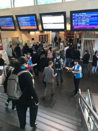 Distribution de flyers en gare de Houilles Carrières sur Seine le 29 septembre.