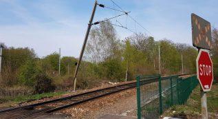 Photo de la caténaire arrachée près d'Achères sur le RER A