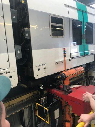 A l'usage, la zone de roulement des roues en contact avec le rail peut se dégrader. Avant de changer les 2 roues et son essieu sur un bogie (ce sont les chariots situés sous un train et sur lesquels sont donc fixées les « roues »), les 3 ateliers de Sucy, Rueil et Torcy sont dotés d'un « Tour En Fosse » (TEF) qui permet précisément d'usiner directement sous le train la surface de roulement des deux roues de l'essieu pour la « reprofiler », c'est-à-dire lui redonner un profil et un état de surface conformes aux normes de la sécurité ferroviaire.